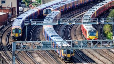 Government to cut £1bn from rail budget